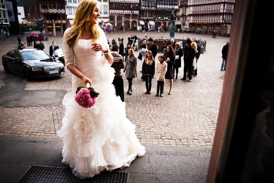 Brautstrauß werfen am Römer in Frankfurt